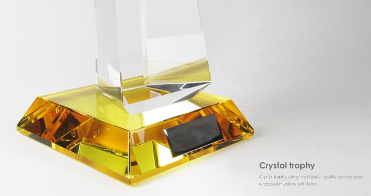 黄色のカラーガラスを使用した美しいクリスタルトロフィーの台座です。 JG-B-517